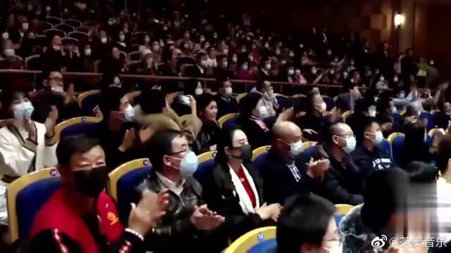 民族男高音音乐会终场,郁钧剑老师盛情难却领唱《说句心里话》