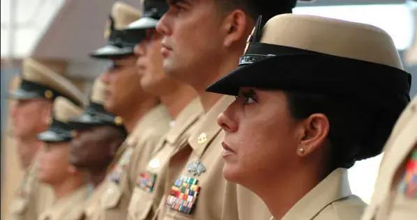 美海军制服种类繁多,谁来主管?基层官兵提出改革建议,形而上学