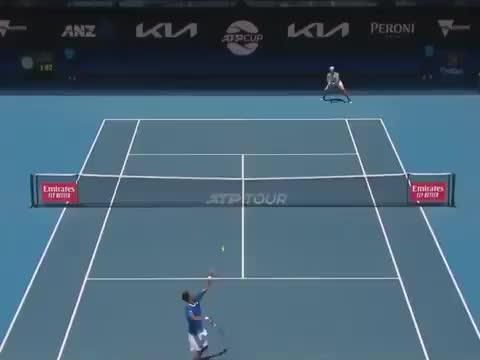 ATP 杯 贝雷蒂尼对阵孟菲尔斯的精彩一分