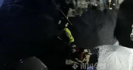 柳州这小区晚上摊铺沥青到凌晨,居民称影响睡眠,施工方如此回应…