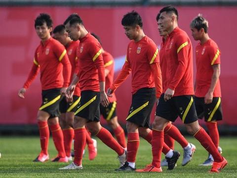 吴曦和颜骏凌因身体不适缺席国足热身赛