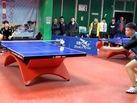 大学乒乓球特长生力战专业队特殊打法,究竟场上谁能更胜一筹?