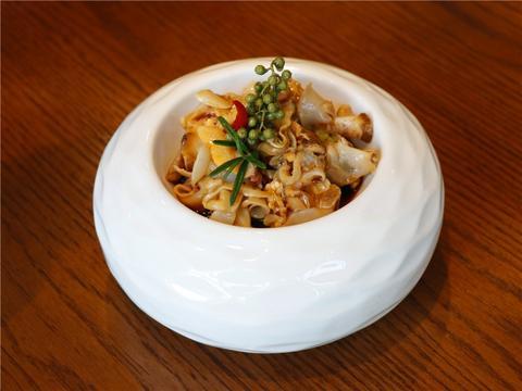 鱼翅黑松露,四头的鲍鱼,风范汁焗龙虾,有品质的年夜饭就定这里