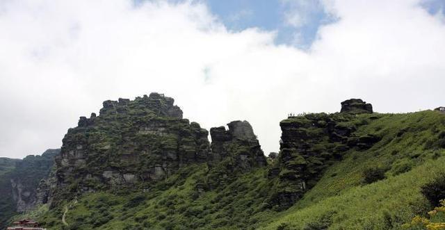 其中河北著名的一座山,主峰海拔1000多米,洞穴更是达数十个