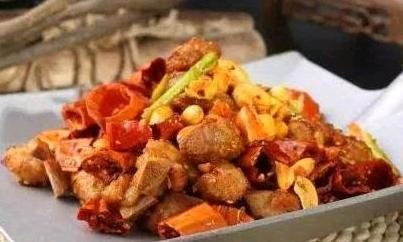 精选美食:海带炖排骨、炒麻辣鸡、干锅开背虾、咖喱鱼蛋的做法图3
