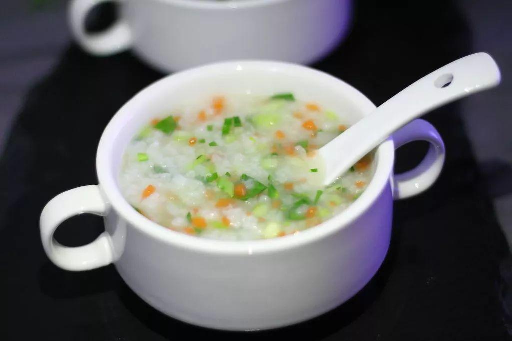 精选美食:蔬菜粥、紫薯百合银耳粥、红枣花生粥、杂粮粥的做法