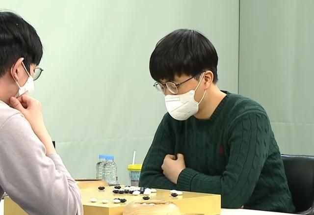 今日围棋赛事2.8,申旻埈LG杯后首败,98手崩溃不敌姜东润