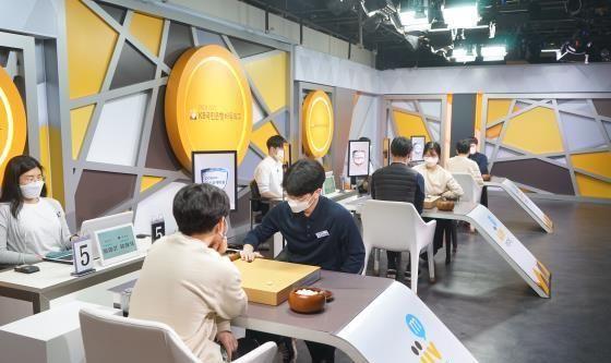 韩国围甲第11轮第4场浦项制铁3-2胜太极,崔精不敌李昌锡