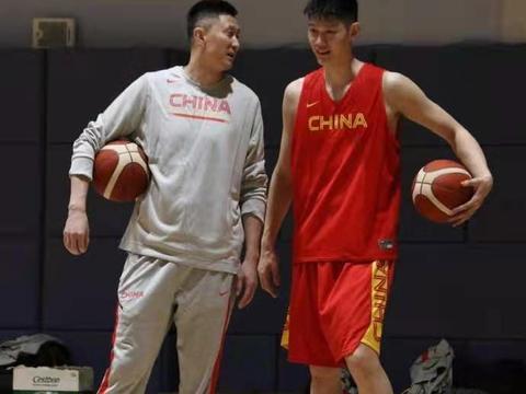 男篮集训第一天,胡明轩很投入,杜润旺狂练三分,杜锋特训胡金秋