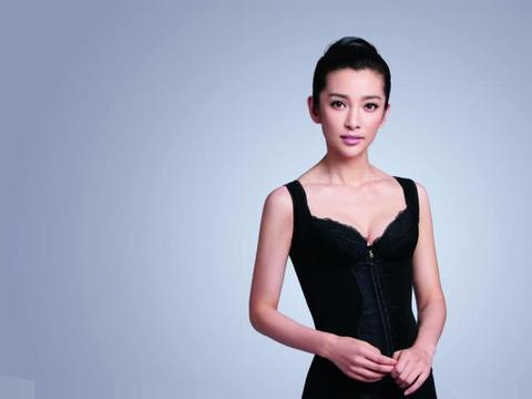 李冰冰咋搞的,越来越像刘晓庆,45岁穿少女装,一把年纪很违和