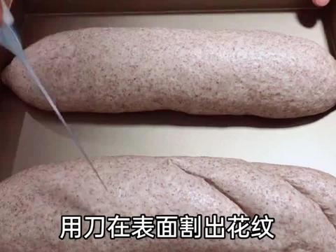 想吃面包又怕长胖,试试黑麦果仁大列巴,粗细搭配,简单营养美味