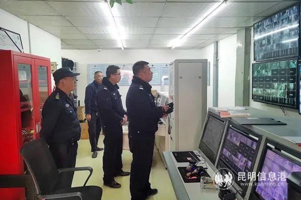 嵩明县公安局龙保派出所对辖区商业中心开展节前安全检查