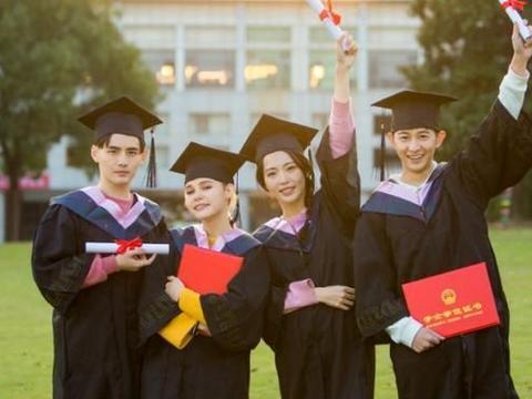 """中国这所大学的录取通知书,采用""""手写""""方式,网友:可以收藏"""