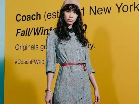 水原希子碎花裙,配伪素颜走时装周,这时尚理解不了