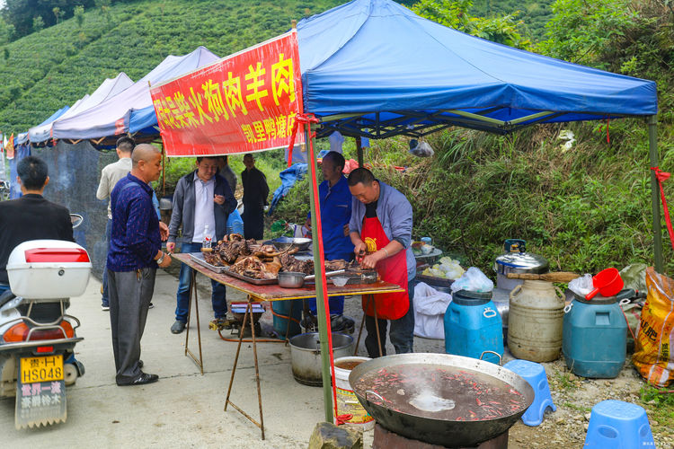 去贵州旅游看到真实的爬坡节,人山人海、热情好客,你去过吗图3