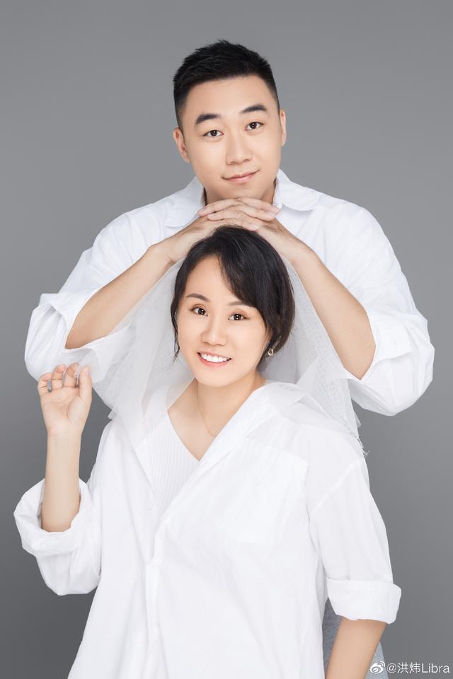 国羽两位名将晒幸福合照,赵芸蕾夫妇发福明显,李雪芮尽显亲密