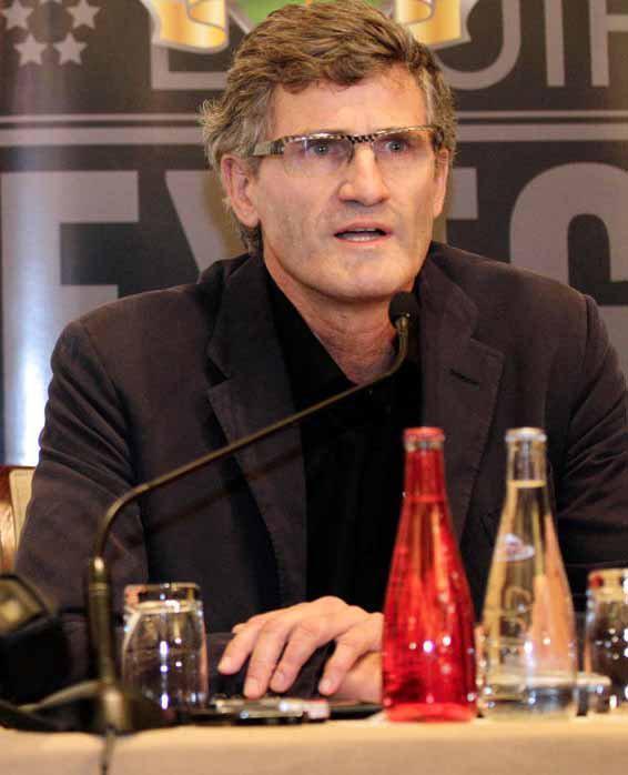 莫顿当选法国网球联合会主席