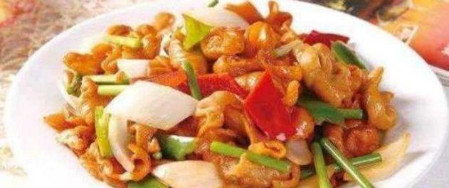 精选美食:香辣烧鸡爪,辣子烧肥肠,蒜炒腊肉,四味小炒的做法图2