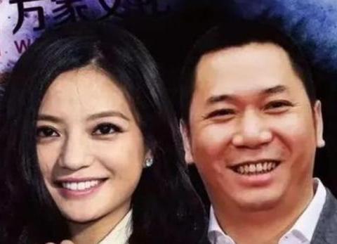 路人在民政局撞到赵薇黄有龙,网友:真去离婚了?