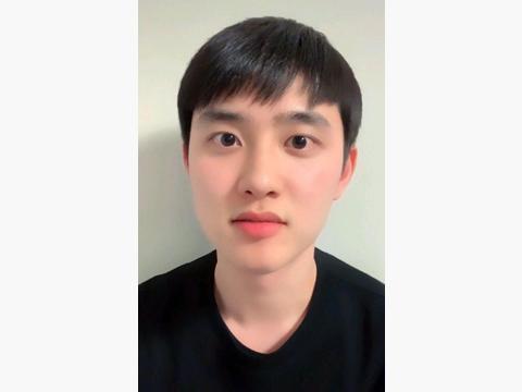 都暻秀主演韩版《不能说的秘密》,他还与金喜爱合作出演科幻大片