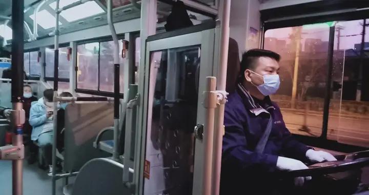 武汉公交司机刘晨的新年愿望: 把乘客平安送达目的地