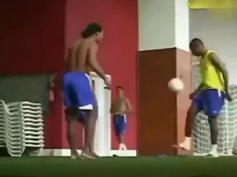 就能够明白巴西队当年为啥那么强了