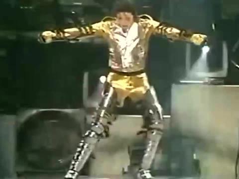 【迈克尔杰克逊】1997瑞士巴塞尔站历史巡演出场:造型太酷了