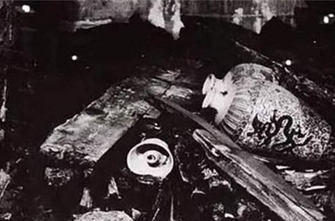 65年前,郭沫若挖明定陵,裸手上阵取古董,三千多件瑰宝损毁大半