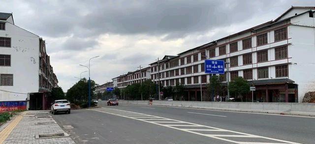 2020龙南gdp_一组数据告诉你,赣州18个县市谁的城区面积最大,谁的GDP最高