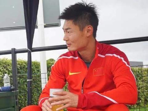 控诉张培萌家暴几个月后,张莫涵凌晨三点发文:找不到方向!