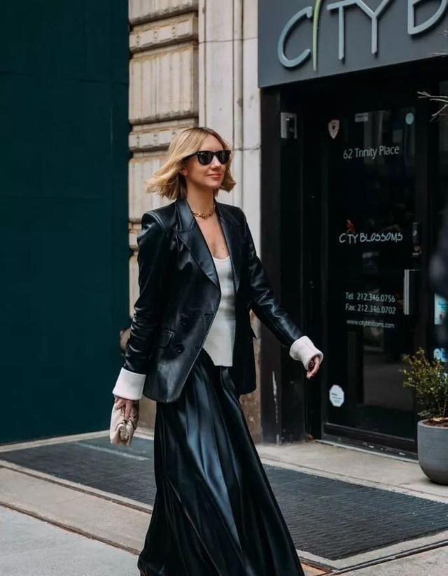 纽约时装周街拍,有质感又有高级感,瞬间被这件单品刷屏了图1
