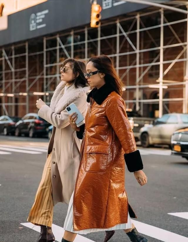 纽约时装周街拍,有质感又有高级感,瞬间被这件单品刷屏了图3