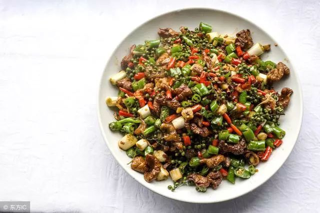 美食推荐:清蒸鱿鱼圈,双椒肉末,耗油菜心,酱烧黄鳝的做法图3