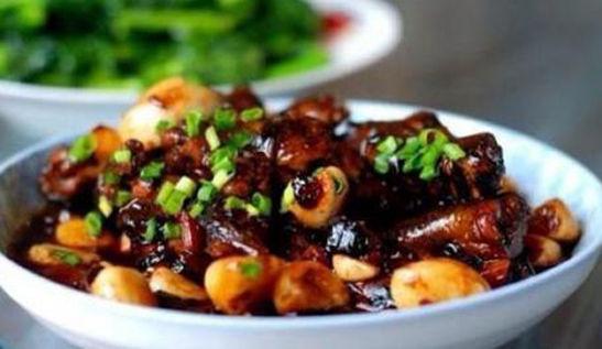 美食推荐:清蒸鱿鱼圈,双椒肉末,耗油菜心,酱烧黄鳝的做法图2