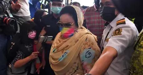 马来西亚前总理夫人被判索贿及受贿罪等表面罪名成立