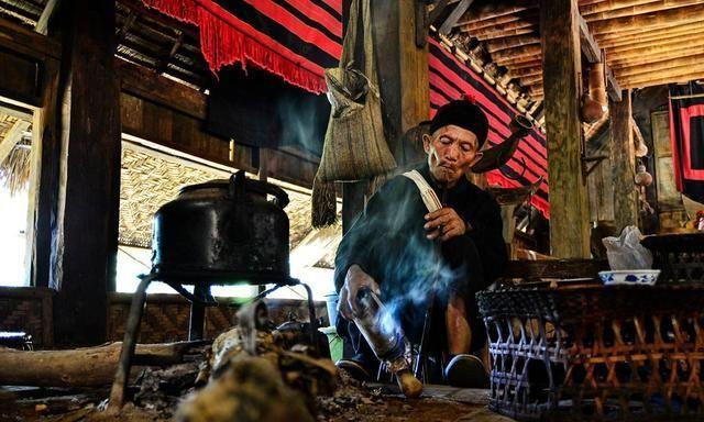 佤族的图腾是牛,可却在牛年新春里,翁丁寨发生了火灾