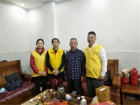 广东惠州:志愿者春节慰问中国好人古槐基