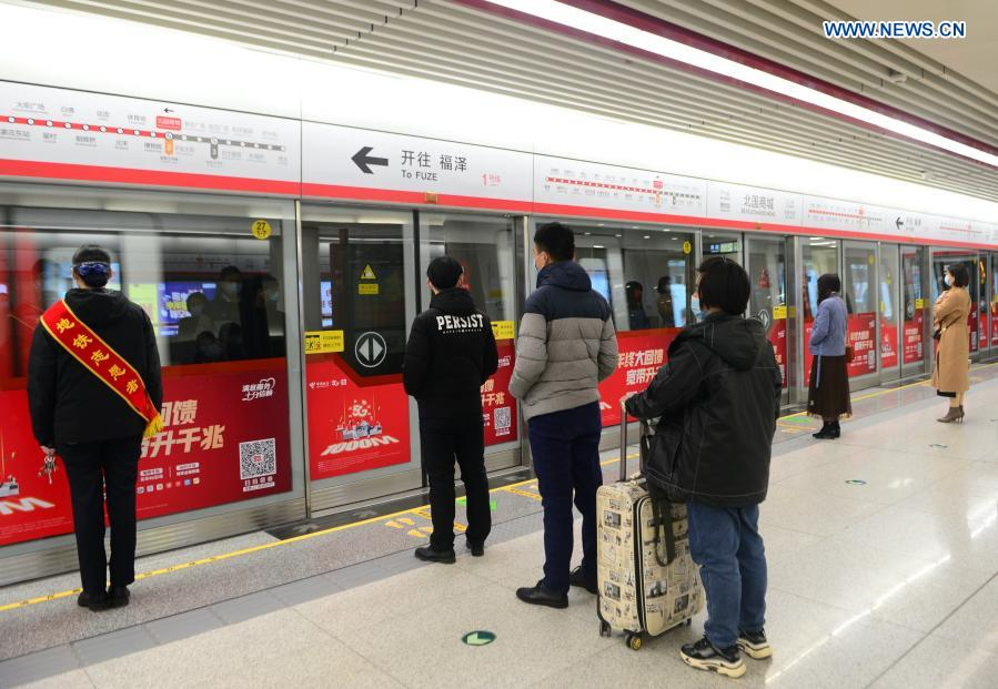 Passengers wait on the platform of subway line 1 in Shijiazhuang, north China's Hebei Province, Feb. 19, 2021. Shijiazhuang resumed all-around subway operation with COVID-19 prevention measures on Friday. (Xinhua/Jin Haoyuan)