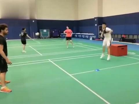 羽毛球:郑思维的步伐练习,你能坚持多久?
