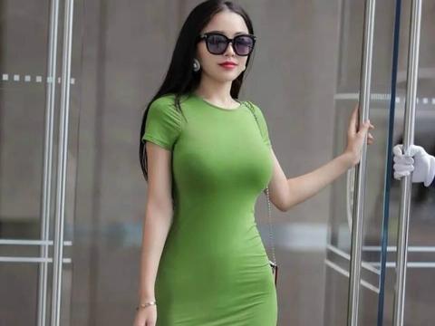 穿搭要跟着感觉走,追求优雅气质的女生,选裙子就对了