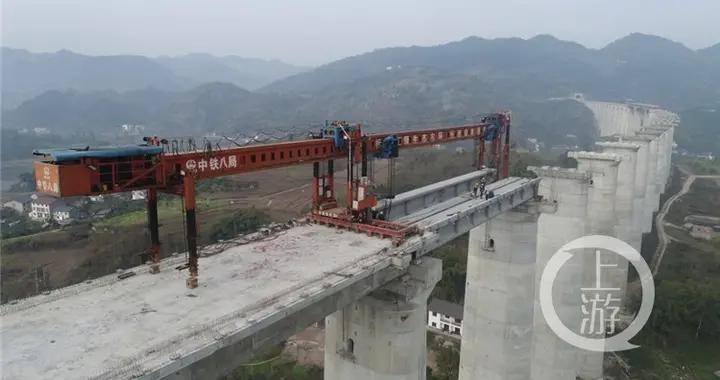 桥面高达80米 61个桥墩 这座特大桥下月初有望架梁完毕