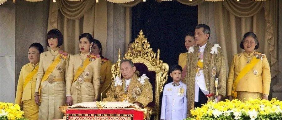 """泰国王室20亿元翡翠佛竟然是""""玻璃""""做的?供奉上百年了才知道……"""