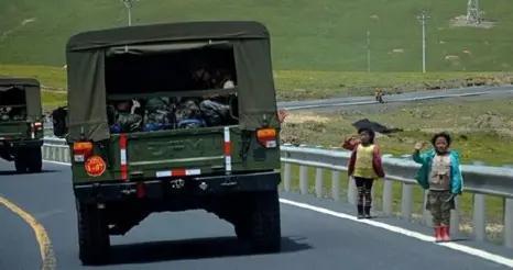 当年四岁儿童背罐头爬雪山支前!少数民族同胞在反击战中功不可没