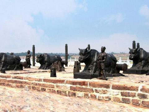 唐玄宗为在蒲津渡建造浮桥铸造铁牛,历时千年依旧完好