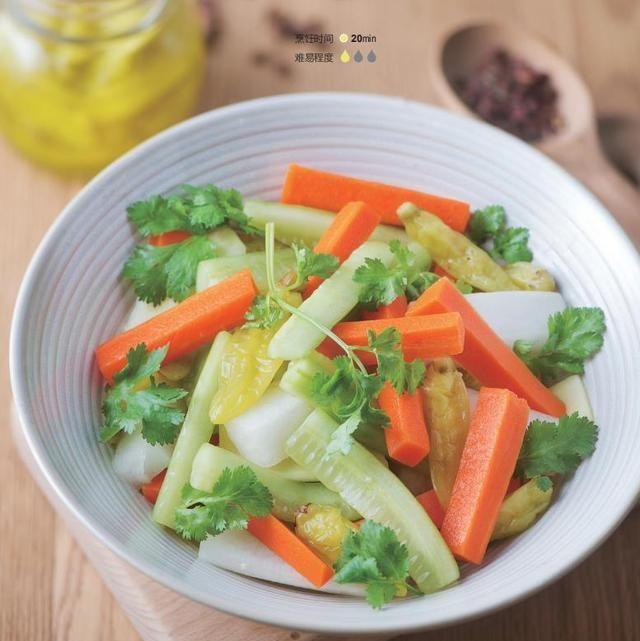 节后刮油瘦身,推荐泡椒萝卜青瓜沙拉,辣而不燥,吃起来鲜嫩清脆