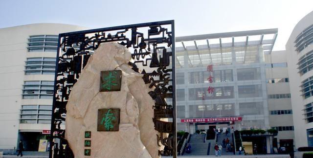 三峡大学图书馆来邀请大家读书啦!驰骋书海,成为优秀的自己
