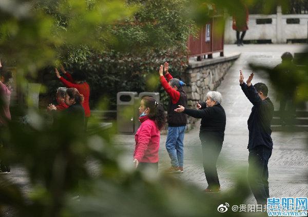 贵阳黔灵山公园 :正月踏早春,市民晨练忙