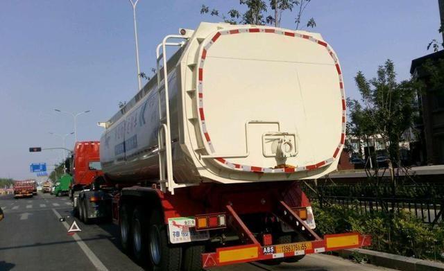 罐体结构变身高栏货厢,济南鲁A2K15挂非法改装,被罚款1万元!