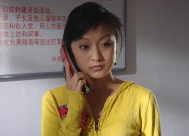 赵本山力捧的美女,被曝隐婚生有一女,如今34岁廋得让人担心