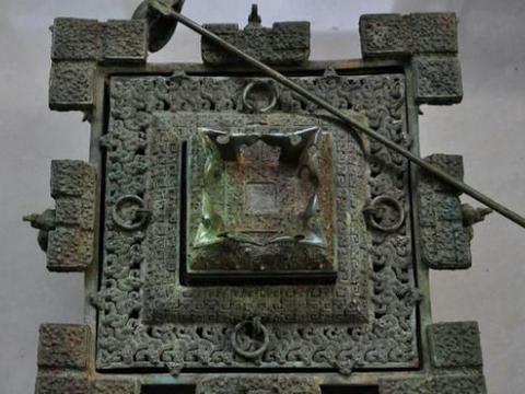 """收藏家上交古代""""冰箱"""",故宫专家称是国宝,随后奖励一面锦旗"""